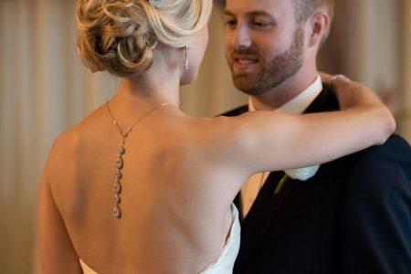 اكسسورات الظهر المميزة لمسة من الانوثة للعروس الجريئة