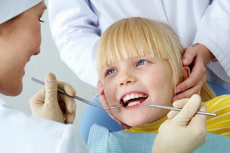 أسنان طفلك جواهر يجب العناية بها