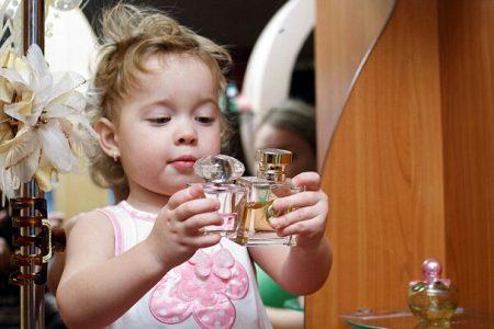 أضرار العطر على صحة طفلك