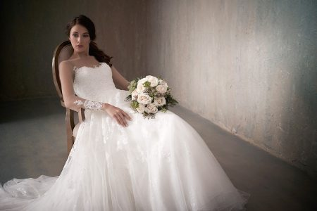 عروس ساحرة مع فساتين زفاف adrianna papell 2017