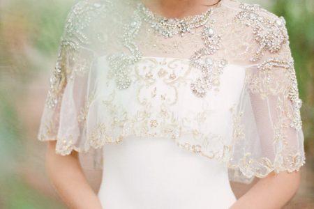 كاب فستان الزفاف لتحتمي به من نسمات البرد