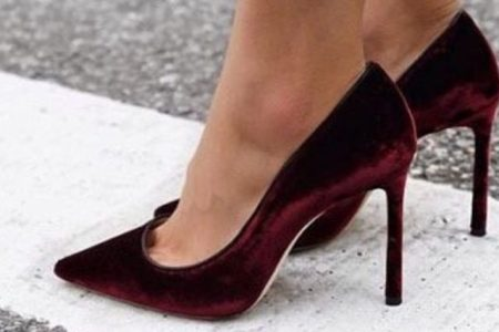 تصاميم احذية القطيفة مليئة بالانوثة والفخامة