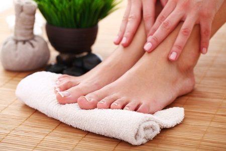 خطوات اساسية للعناية بجمال وصحة ساقيك