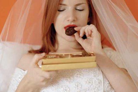 تجنبي تناول هذه الاطعمة قبل يوم الزفاف