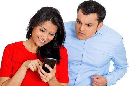 هذه تصرفات زوجك التي تدل على غيرته الشديدة