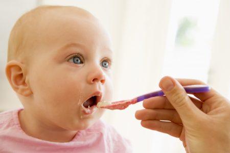 احذري هذه العادات التي تسبب اصابة طفلك بالسمنة