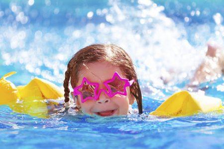هكذا يمكنك حماية بشرة طفلك من حروقات الشمس في هذا الصيف