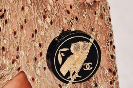 شنط شانيل كروز 2018 احتفاء بالحضارة اليونانية