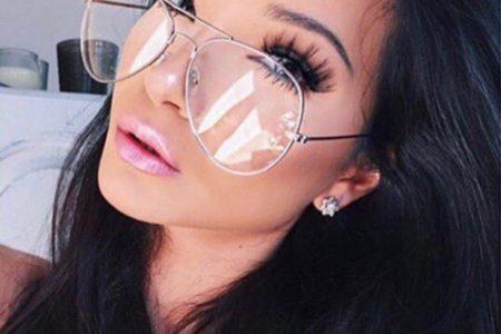 النظارات الشمسية بعدسات شفافة موضة صيفية بامتياز