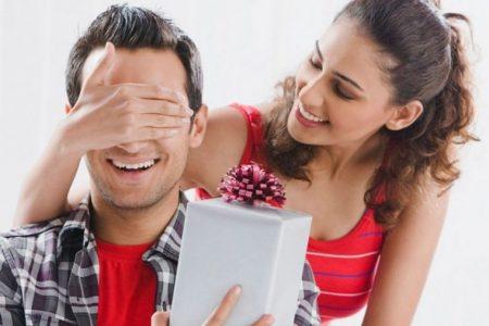 افكار رومانسية تجدد الحب استقبلي شريكك بها